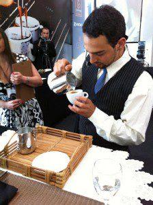 Barista Pedro Gabriel se prepara para a segunda disputa no latte art (Crédito Ricardo Icassati)