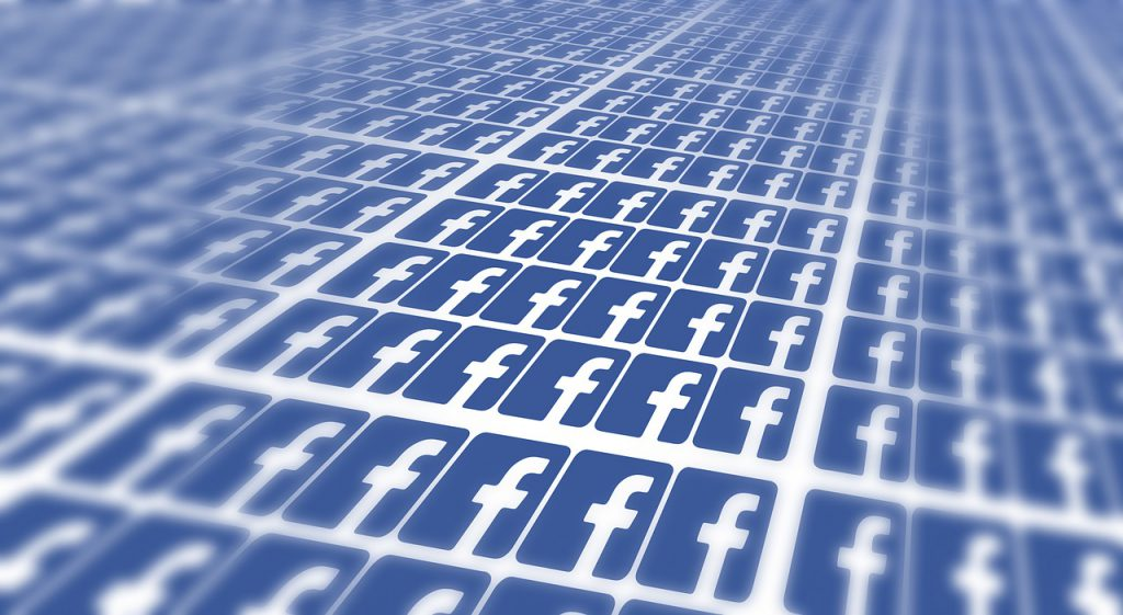 Pedido de informação após ofensa no Facebook precisa de URL