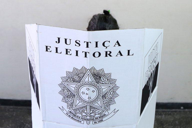 'Lei da Ficha Limpa não proíbe ninguém de ser candidato', afirma especialista