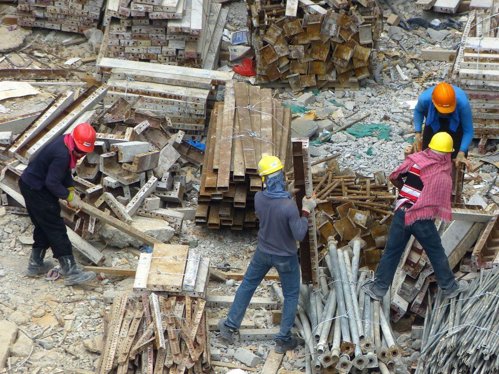 Construtora é condenada por terceirizar atividade-fim