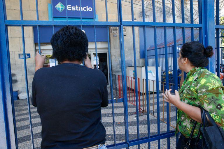 Justiça volta a suspender demissões da Estácio em todo o país