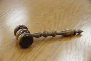 O que leva magistrados e membros do MP a deixar a carreira pública?
