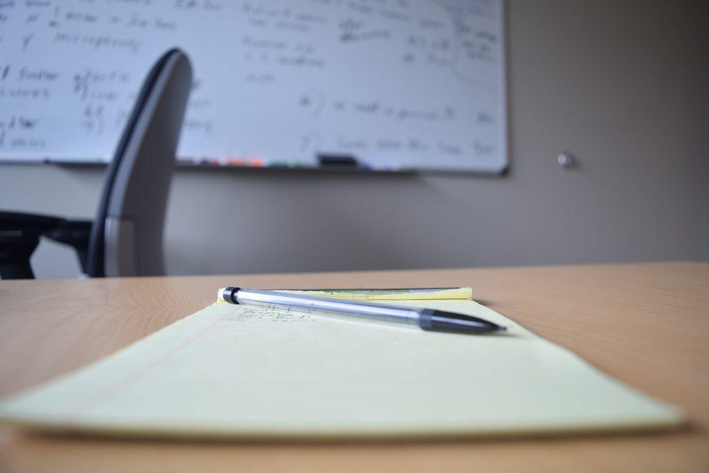 caneta-papel-lousa-ambiente-de-trabalho-carf-codigo-de-etica Preço de transferência, código