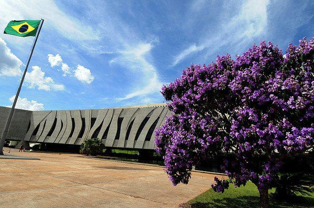 Plenário do STJ decide sobre trava de 30% em compensação fiscal