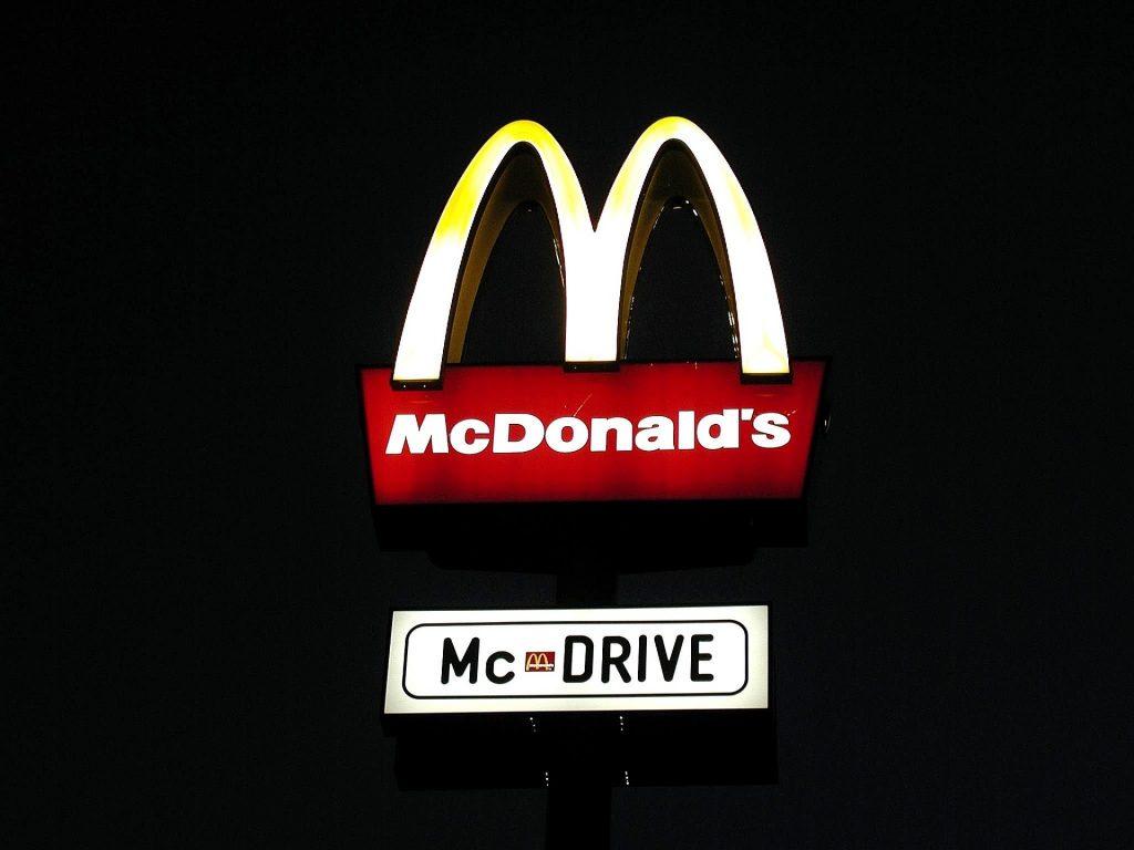 Taxa de franquia do McDonalds é tributável, decide Carf
